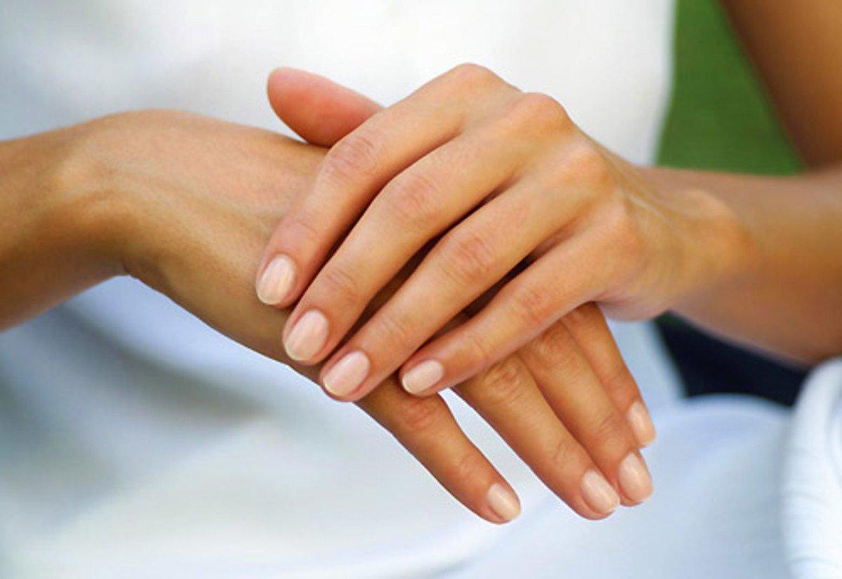сейчас картинка с женскими руками людей